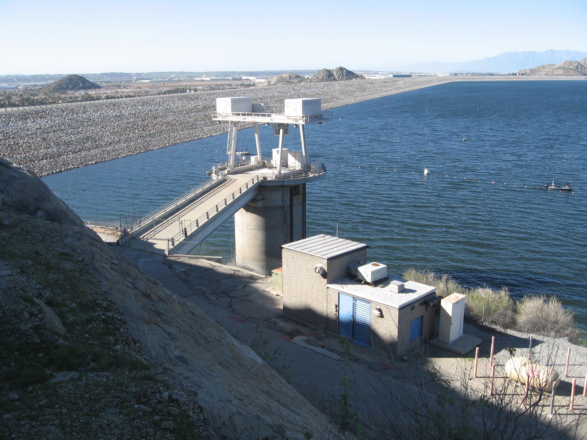 lake-perris-dam